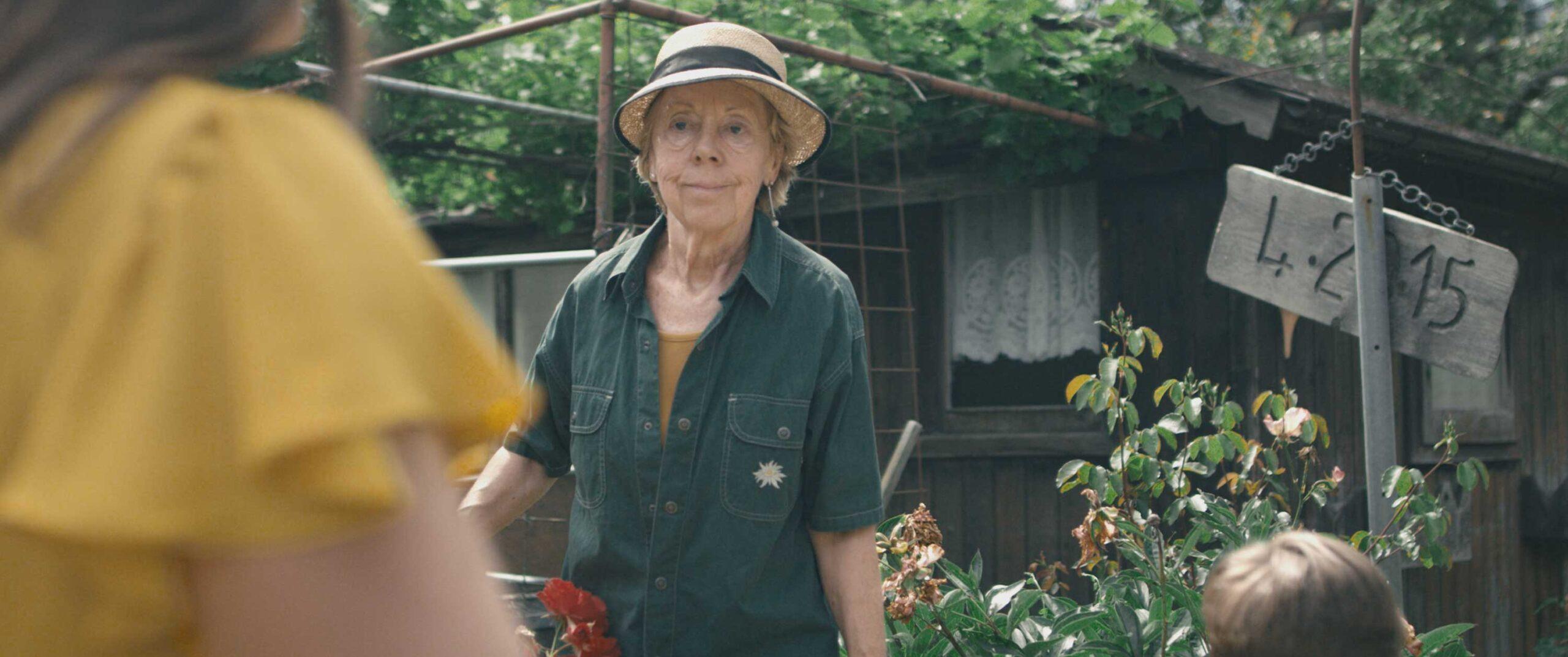 Pünt | farmer in garden